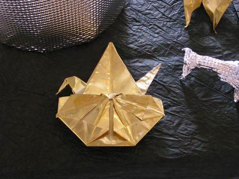 A Magyar Origami Kör  LOGO-ja fémből hajtogatva